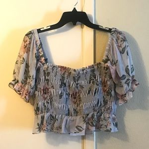 WAYF Floral Ruched Cropped Blouse